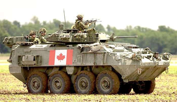 Бронетранспортер под флагом Канады