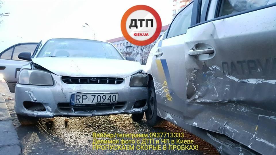 В Киеве таксист-наркоман влетел в патрульное авто: пострадали два копа, опубликованы фото и видео