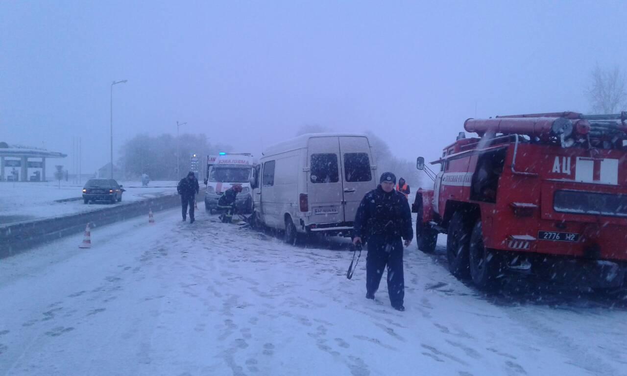 На Волыни столкнулись легковушка и микроавтобус, есть погибшие и пострадавшие