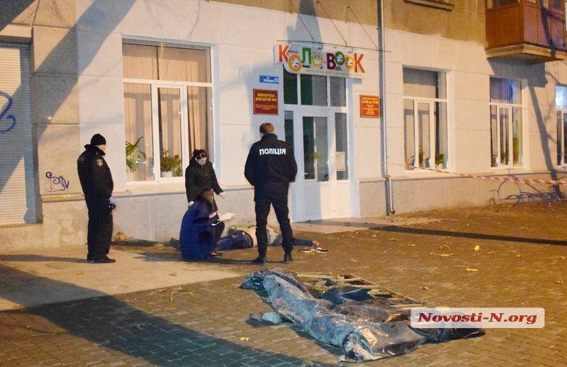 В Николаеве провалился в яму и разбился насмерть морской пехотинец