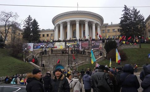 Сторонники Саакашвили пытаются захватить бывший Октябрьский дворец