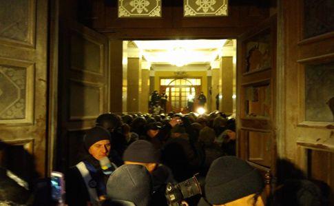 Протестующие в Октябрьском