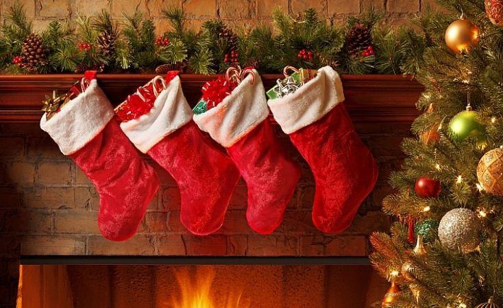В детские сапожки или носочки кладут подарки