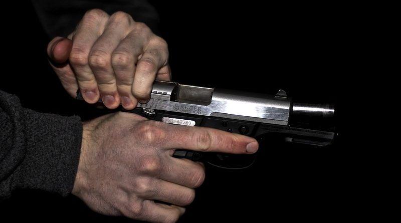 Передергивание пистолетного затвора