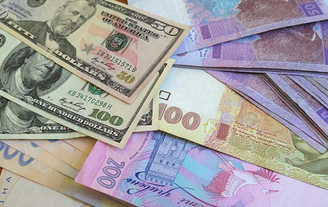 НБУ серьезно снизил курс гривны к доллару и евро