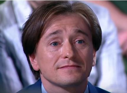 Сергей Безруков несколько лет подряд не перестает быть любимцем россиян, сообщили во ВЦИОМе
