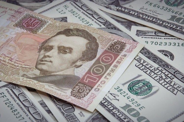 НБУ ощутимо повысил курс гривни к двум валютам