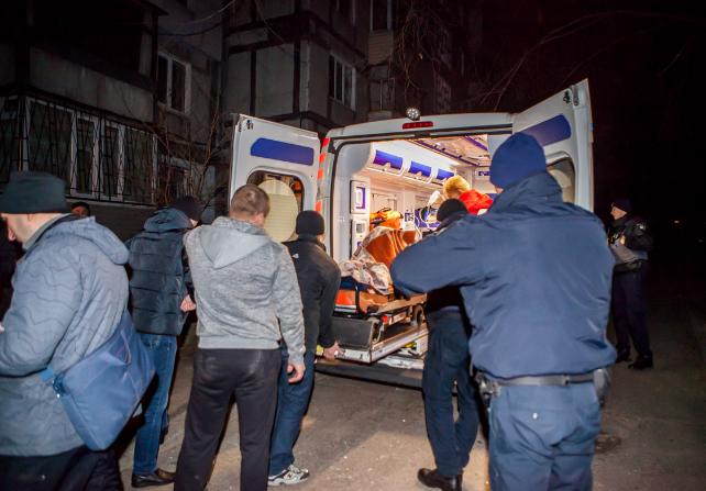 Женщину, пострадавшую в результате взрыва, скорая увезла в больницу
