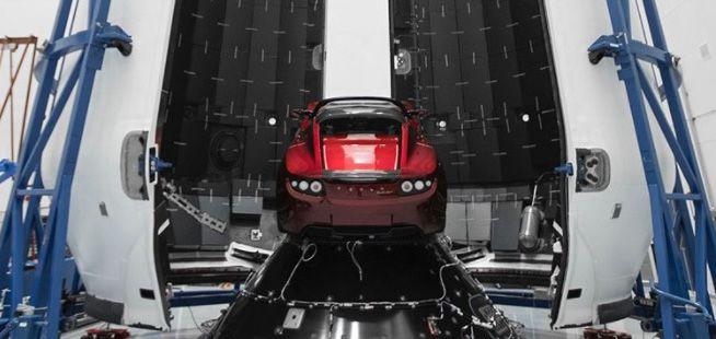 Tesla Roadster полетитв ракете Falcon Heavy