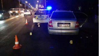 От мощного удара в патрульном авто сработали подушки безопасности.