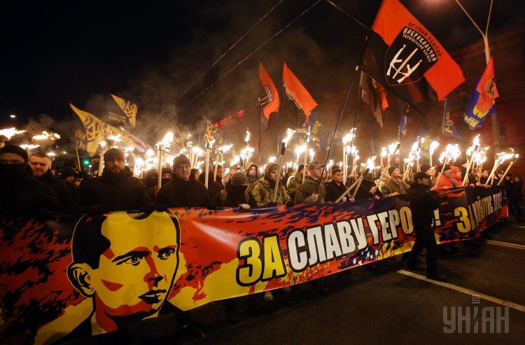 В Киеве факельное шествие националистов закончилось вече на Майдане