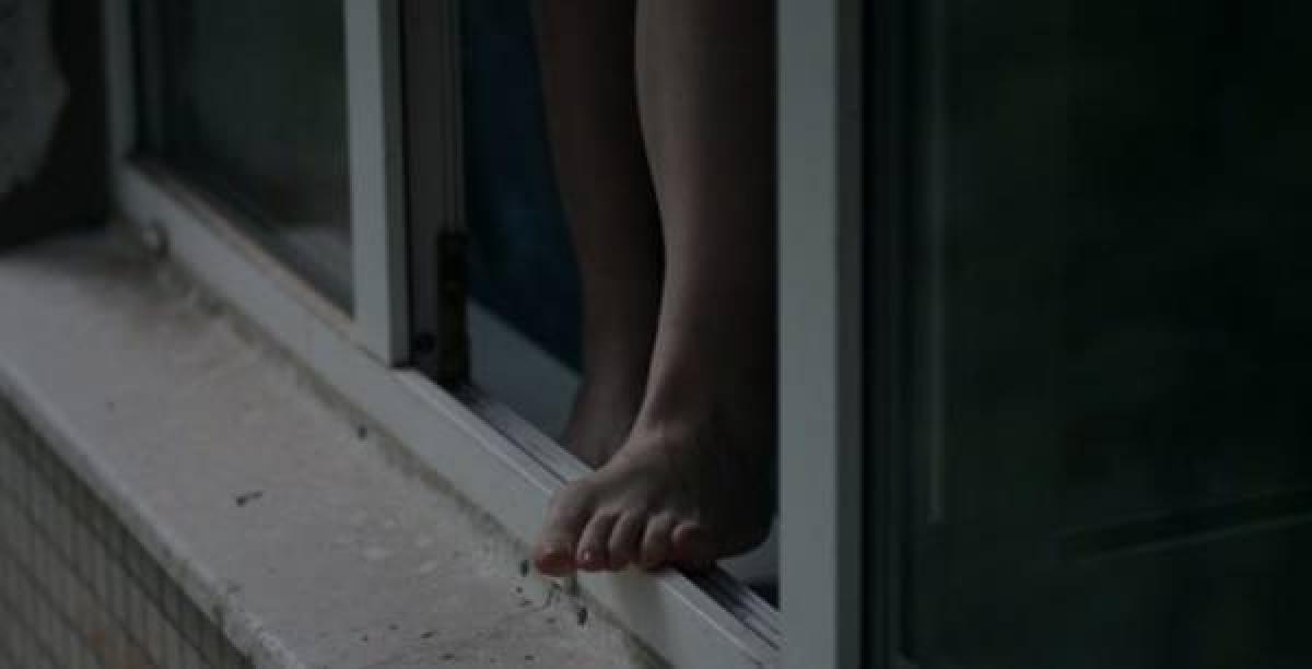 Под Киевом девушка выбросилась из окна