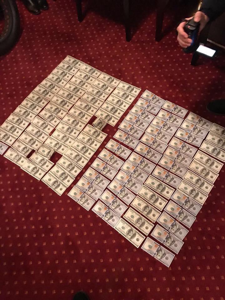 На Харьковщине двое налоговиков попались на крупной взятке