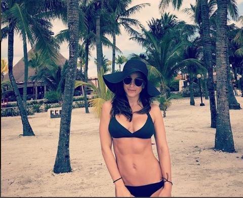 Ани Лорак на мексиканском пляже