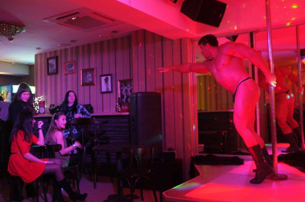 Стриптиз в клубе фото самый вместительный ночной клуб в москве