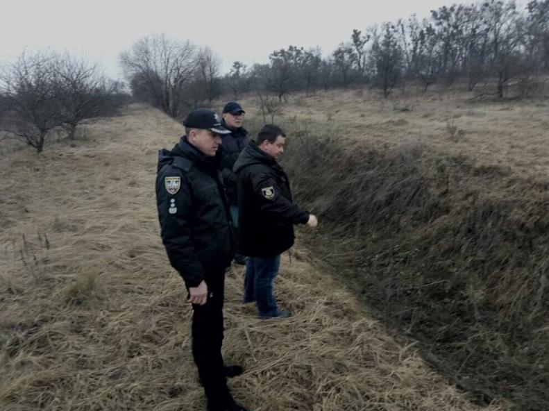 Место, где нашли тело, посетили Аброськин и Яровой