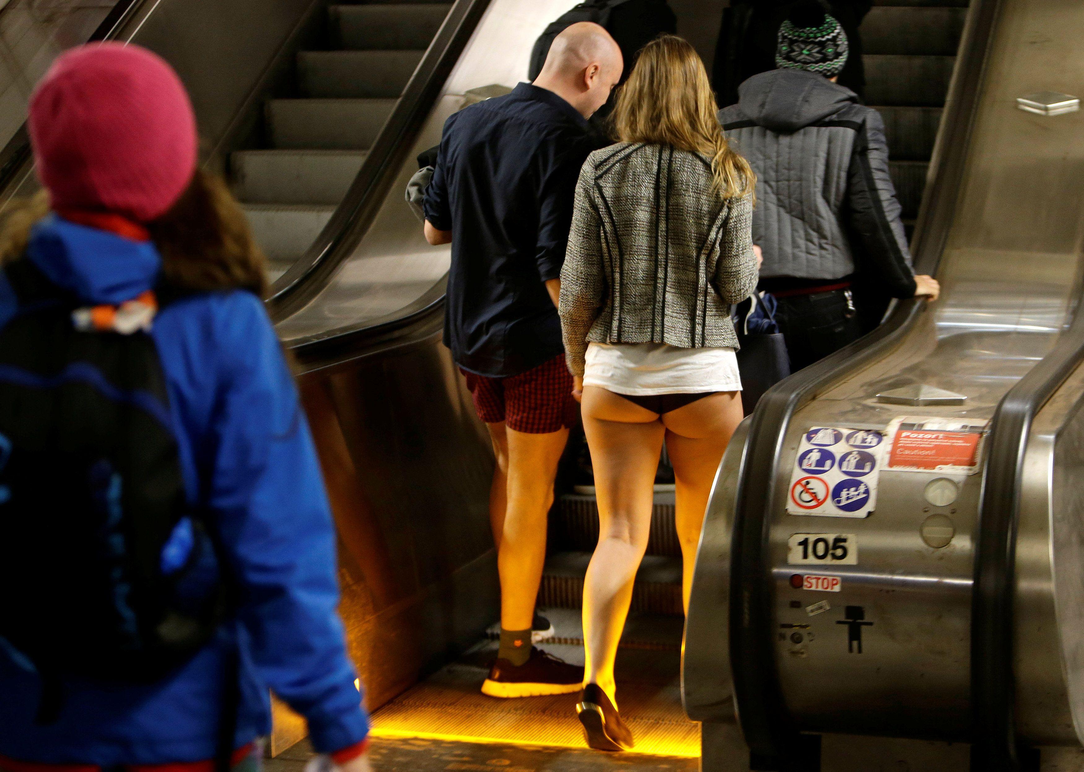 Интим фото в общественных местах, смотреть итальянский порно фильм паприка в онлайн видео