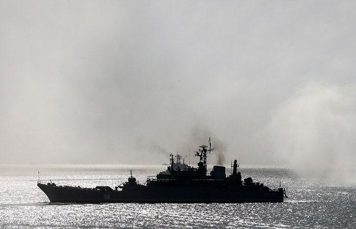 Россия стягивает в Азовское море военные суда.