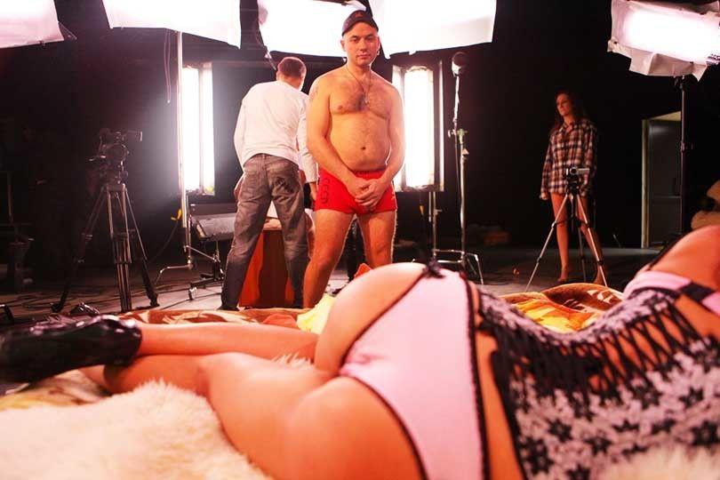 Перед началом съемок порнофильма