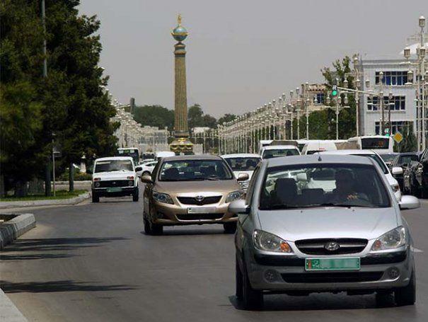 В Туркменистане запретили авто всех цветов, кроме белого
