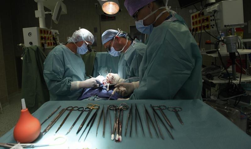 Хірурги
