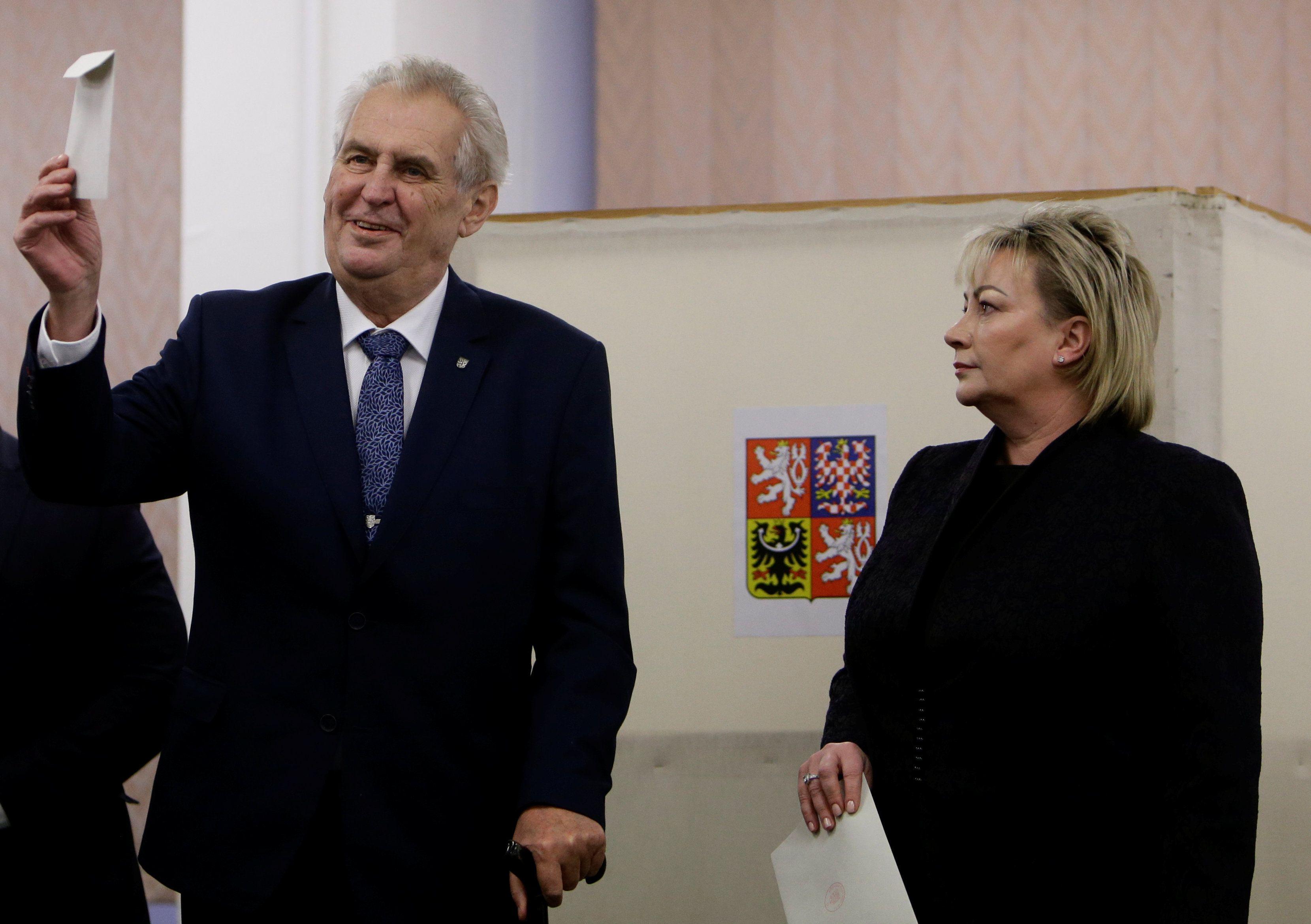 Земан вышел во второй тур президентских выборов