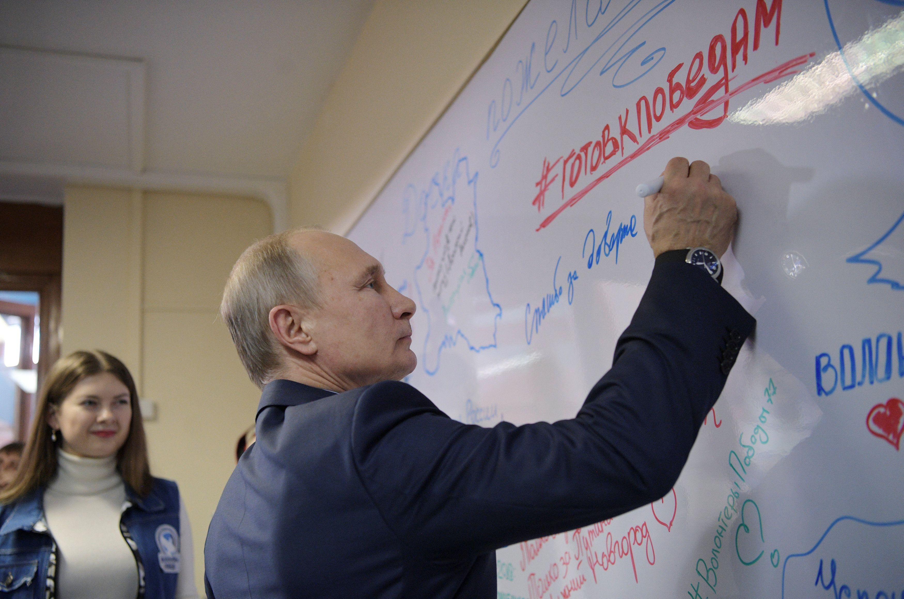 В России Владимир Путин пытается как-то сдерживать военных стратегов, утверждает эксперт