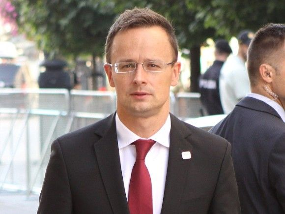 Глава МИД Венгрии объявил о намерении сорвать встречу Порошенко с представителям НАТО в Брюсселе.