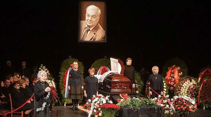 Церемония прощания с Державиным проходила в Театре сатиры.