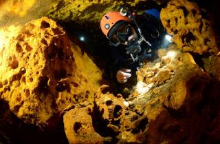На дне подводной пещеры найдены сокровища