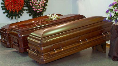 В ЮАР женщина родила в гробу