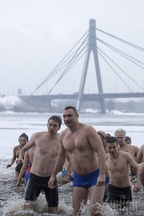 Виталий Кличко с подчиненными