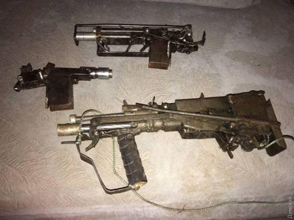 В оружейной мастерской стрелка, в частности, был токарный станок