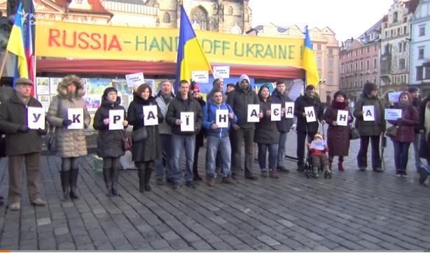 В Праге активисты выступили против агрессии России в Украине
