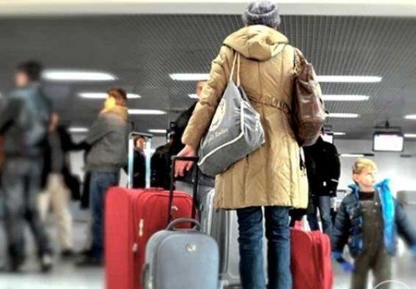 Украинцы массово уезжают за границу