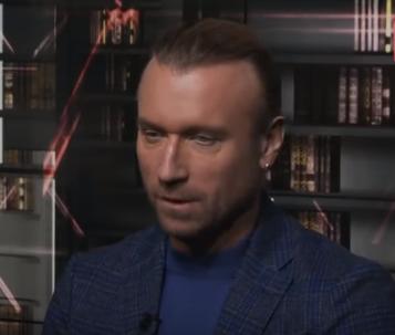 Олег Винник позировал дня глянца