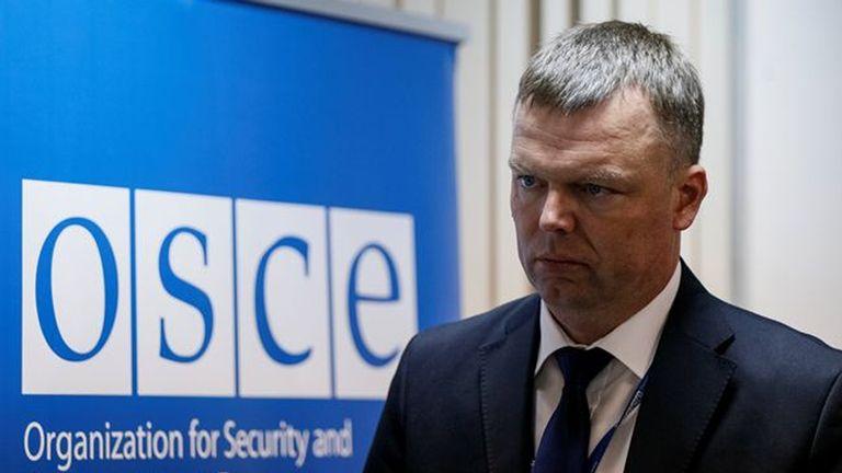 Александр Хуг сообщил, что на Донбассе насилие продолжается из-за того, что стороны конфликта находятся близко друг к другу