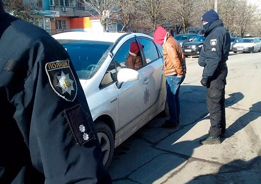 Злоумышленники на иномарке до задержания столкнулись со служебным авто копов