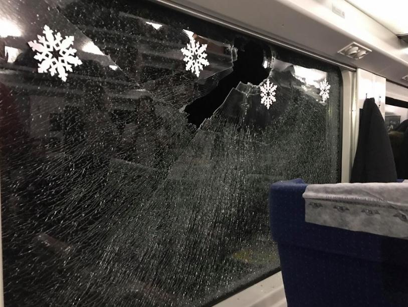 В поезд Интерсити, в котором ехала певица, бросили камень