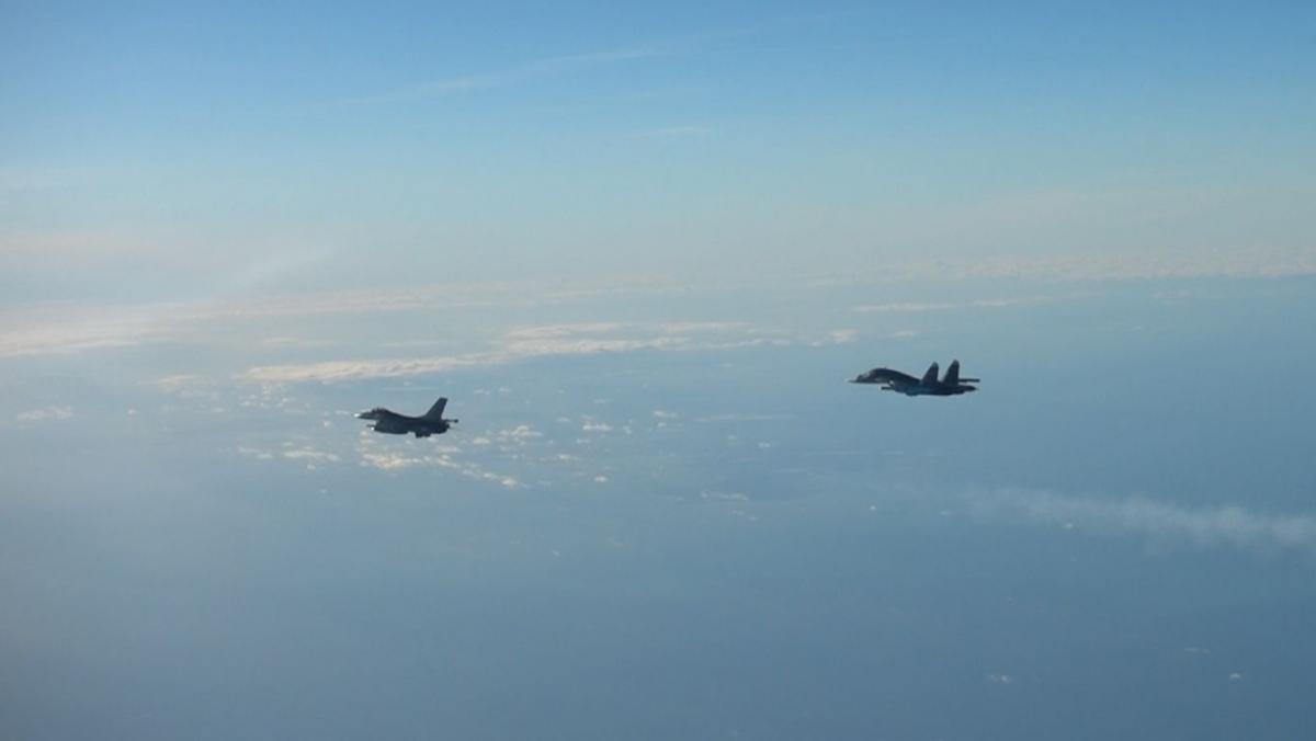 Истребители Дании поднимались в небо для перехвата российского самолета.