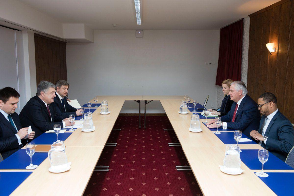 Встреча Порошенко с Тиллерсоном в Давосе.
