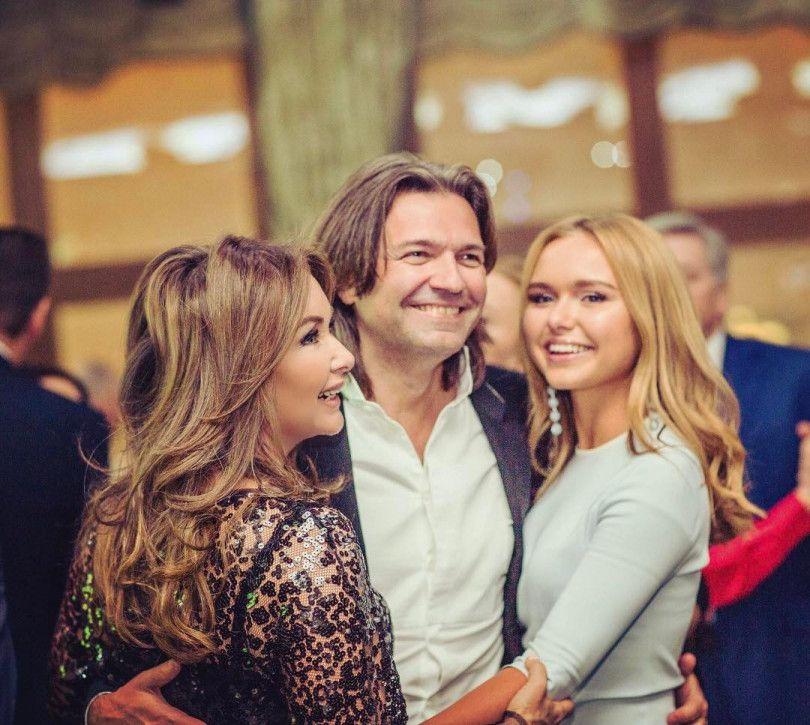 Дмитрий Маликов с семьей.