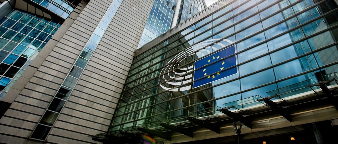 Европарламент принял решение ввести против Венгрии санкции; возможно, страну лишат права голоса в Совете ЕС