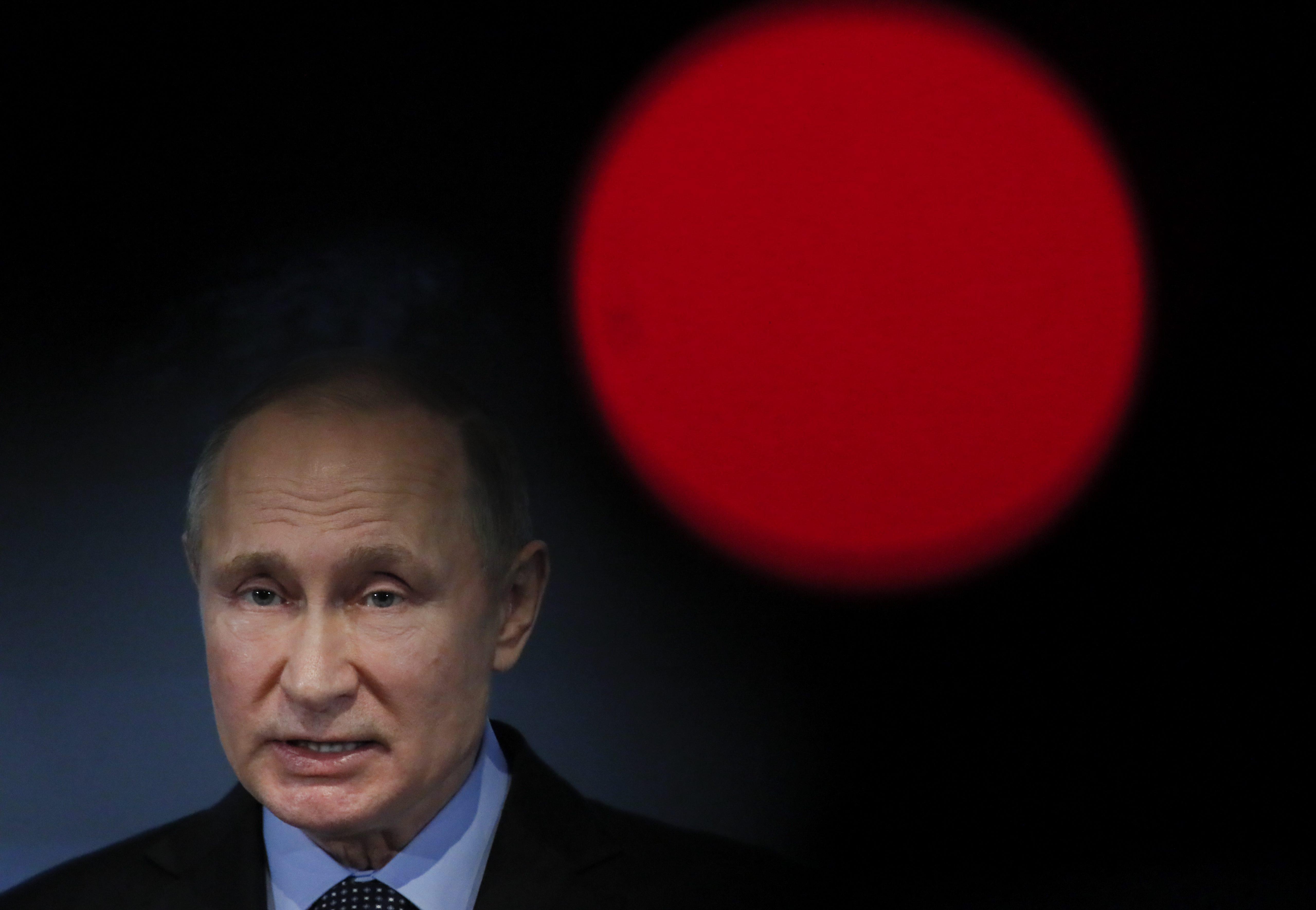 США хотят поссорить Владимира Путина с российской бизнес-элитой, считает Дмитрий Песков