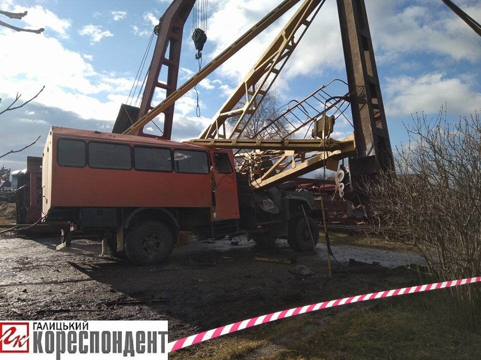 В Ивано-Франковске в результате падения крана погибли два человека