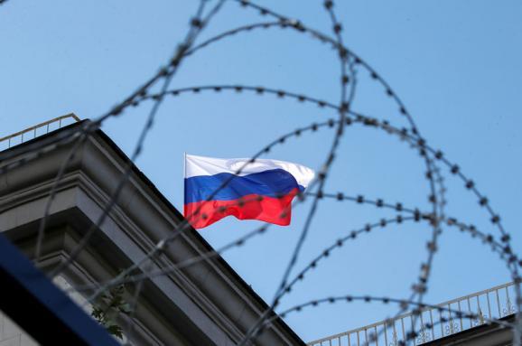 Одобрено продление санкций против банков с капиталом РФ