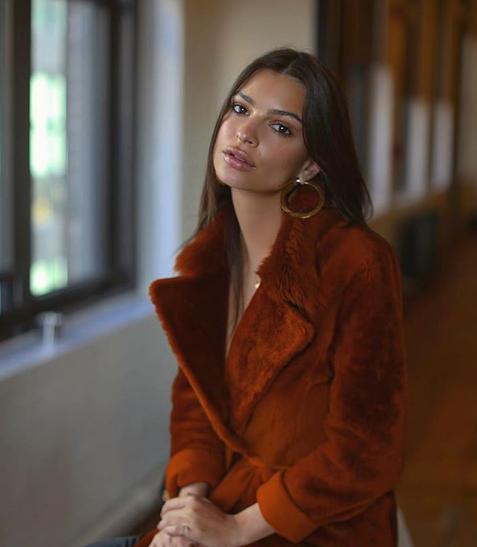 Эмили Ратаковски показала новое фото