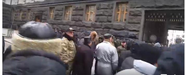 Протестующие заблокировали также улицу Садовая