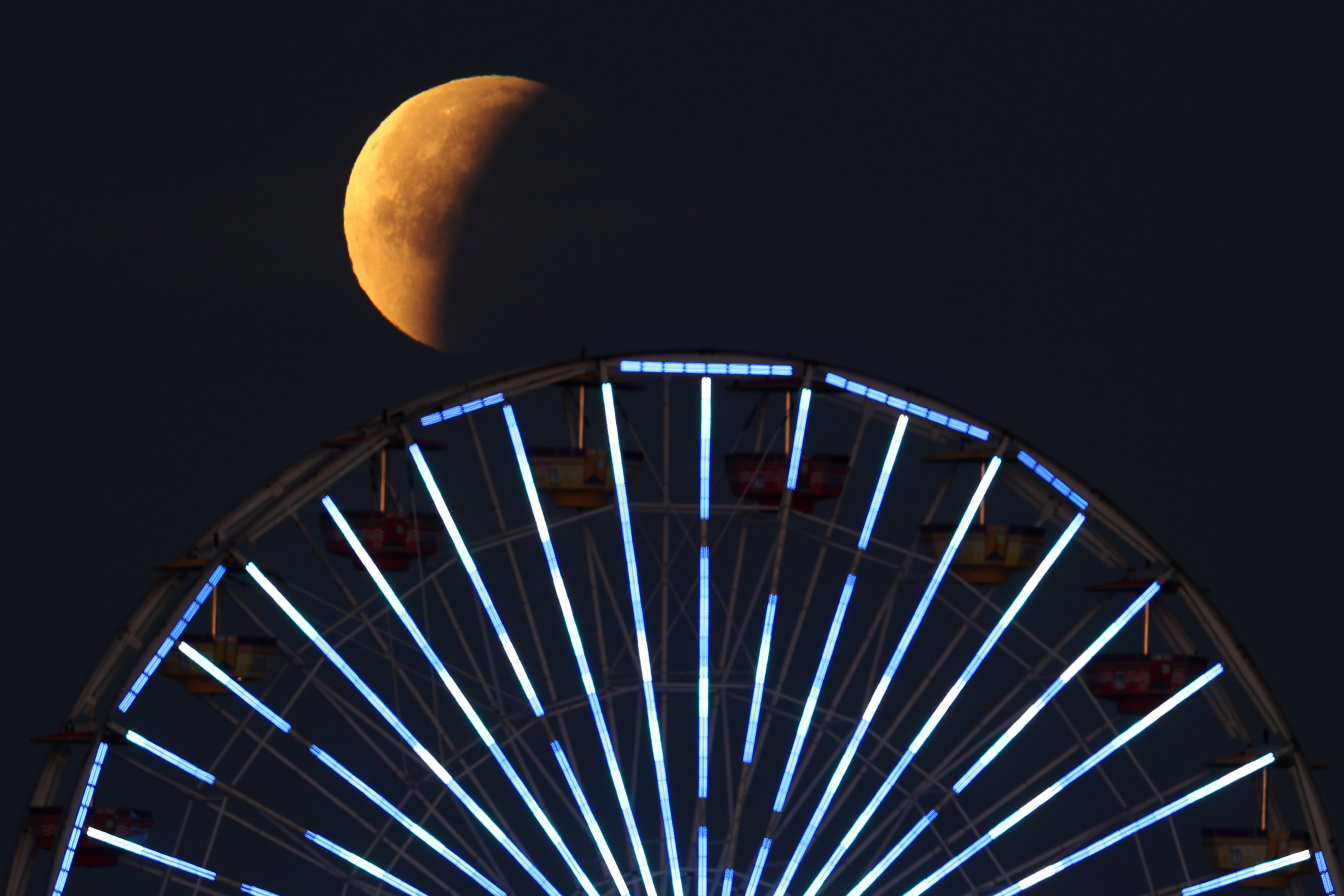 Убывающая Луна: как привлечь в жизнь деньги, любовь и удачу