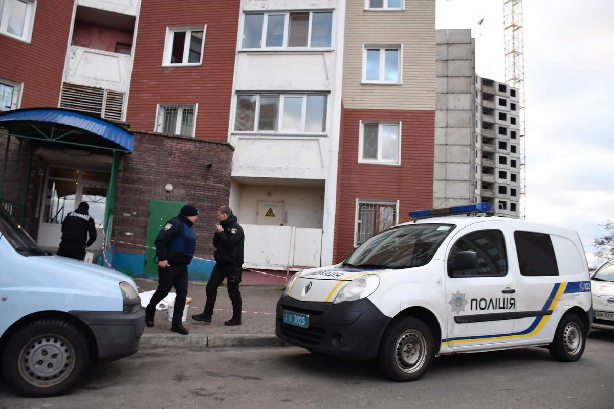 В Киеве дочь вынесла тело матери на улицу